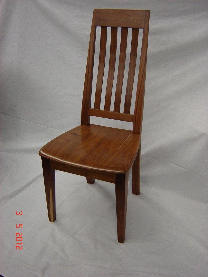 Jaco wallnut stoel