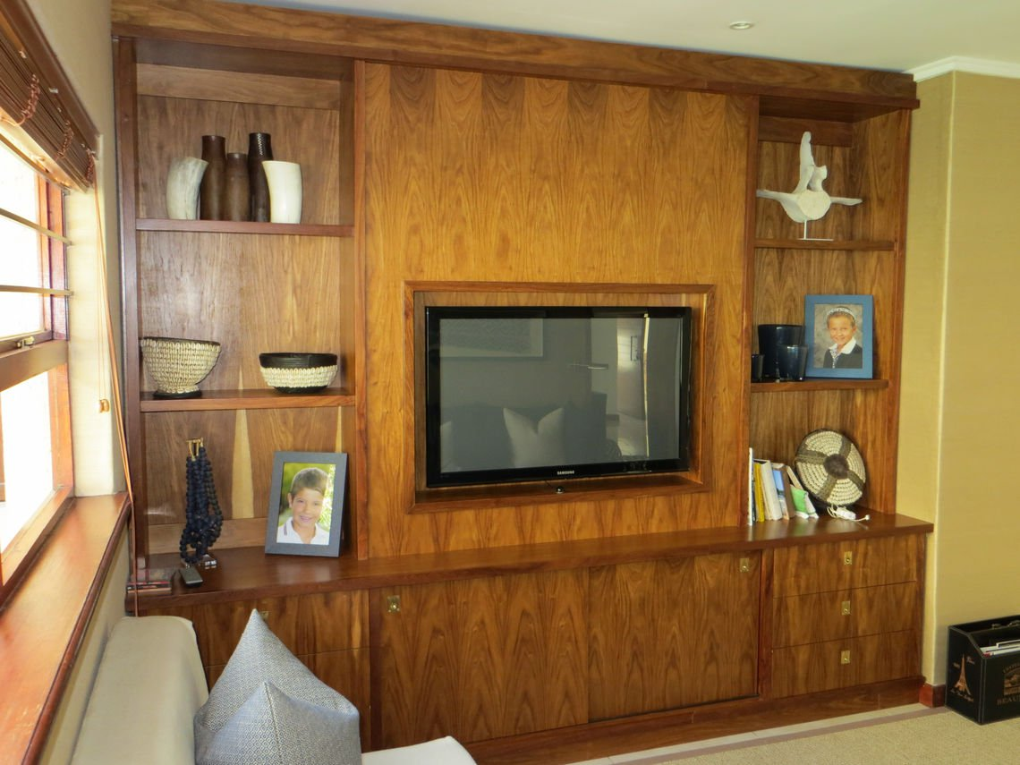 Kiaat TV Cabinet